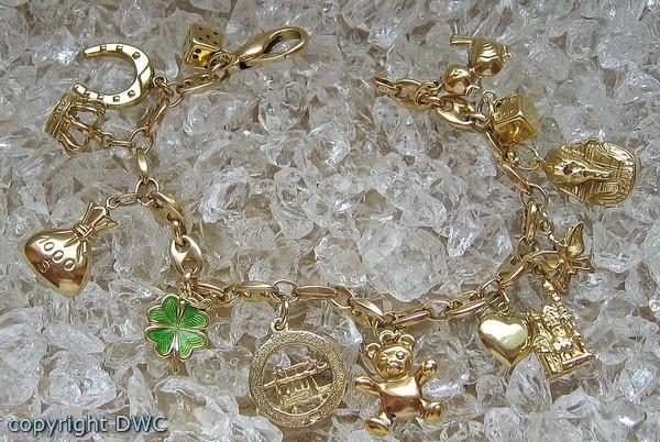 gold armband mit anhänger